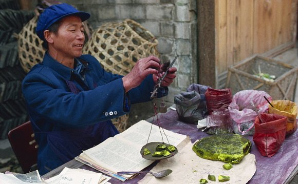 Man selling chemical dyes for